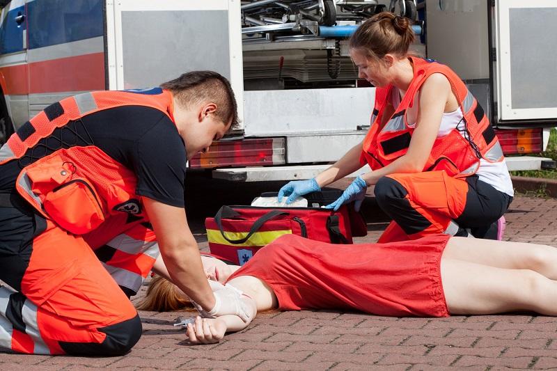 Первая помощь при потере сознания. Заруби себе на носу: ни в коем случае не… Базовый навык может спасти чью-то жизнь, знать всем!