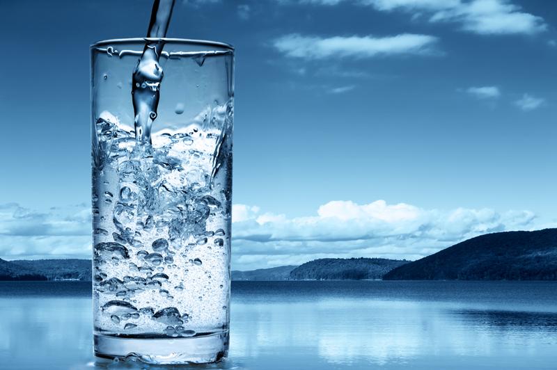 Вот почему тибетские махатмы и все красивые женщины пьют по утрам горячую воду. Не теплую, а горячую.